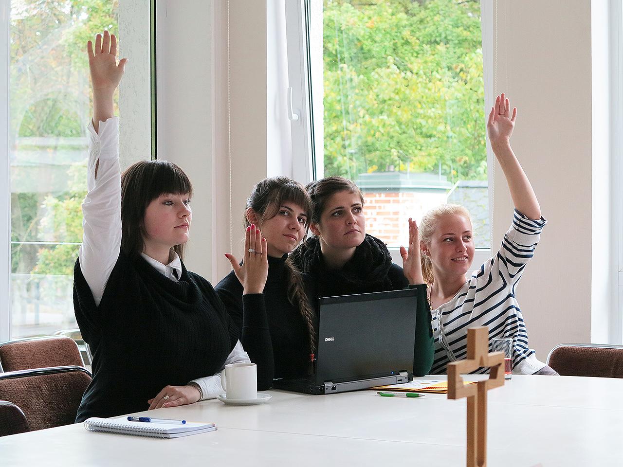 AICINĀM PIETEIKTIES STUDIJĀM rudens semestrim studijām Latvijas Kristīgajā akadēmijā!